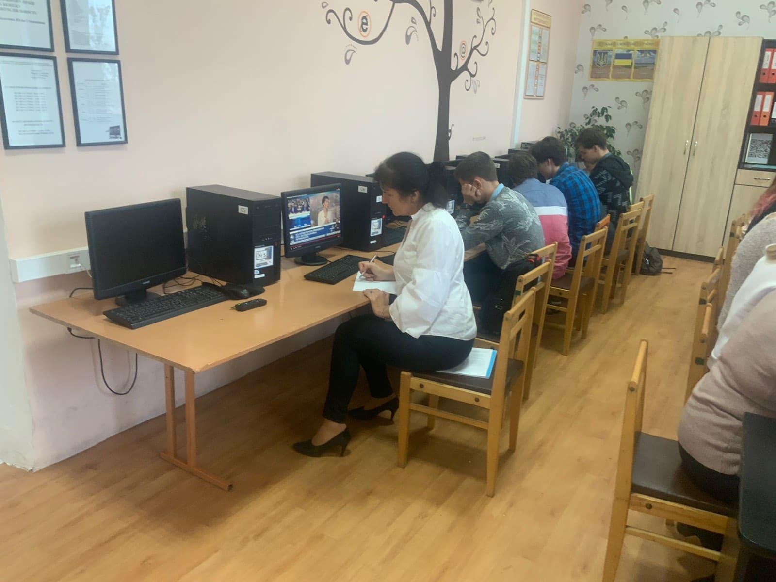 http://kharkivschool3.at.ua/IMG-b62c3fd591de7abd24617f670c5584b4-V.jpg
